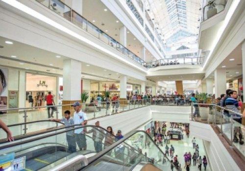Condomínio de shopping center e utilização de áreas comuns por lojista