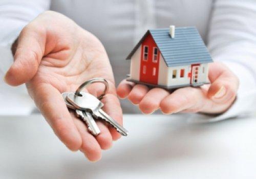 A indenização decorrente do atraso na entrega de imóvel objeto de promessa de compra e venda